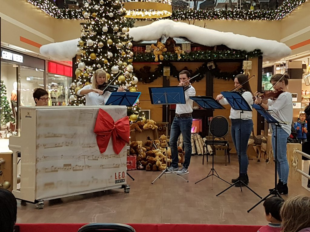 Adventskonzert Streicherklasse Hald im Leo-Center